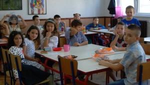 Mladina rodbina, s leva na desno sestre Tamara Radosavljević, Teodora Stefanović, majka Anja Urošević, otac Nikola Radojković, braća Nemanja Stojanović i Miloš Milosavljević