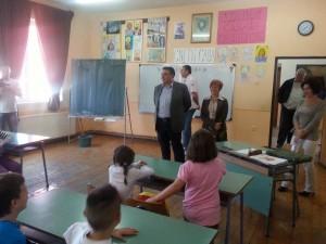 PERA obilazi skole